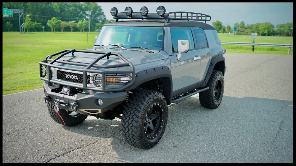 LIFTED AND MODDED TOYOTA FJ CRUISER