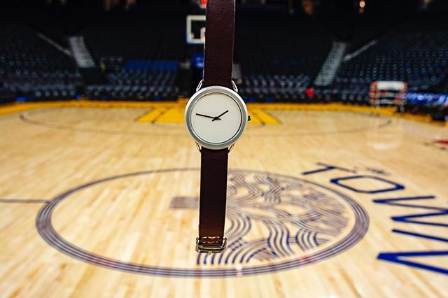 Thanks @warriors for letting Vario ball on your court. Are you a fan of #dubnation ? • • • • • • • #vivalavario #watchess #dailywatches #watchesofinsta #natostraps #leatherdesign #tooledleather #natonation #classystreetwear #classydapper #classyfashion #tailoredfit #dapperfashion #dappertime #menstylefashion #menstyleofficial #menstyleblogger #mensfashionguide #swissmovement #vegetabletannedleather #warriors #warriorsbasketball #stephgonnasteph #oraclearena #menstyle #mensstyle #watches #designlovers #highsnobiety