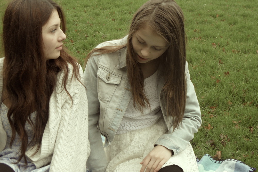 As Shayla continues to suffer with her depression, her younger sister Sofia suggests that the pair get out of the house for the day in hopes that she can understand what her sister is going through.  (Running Time: 7mins)