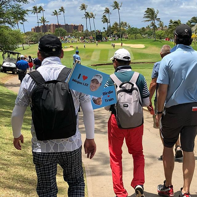 Following the 🐥 train...wonder which LPGA pro these fans are cheering for? #lottechampionship