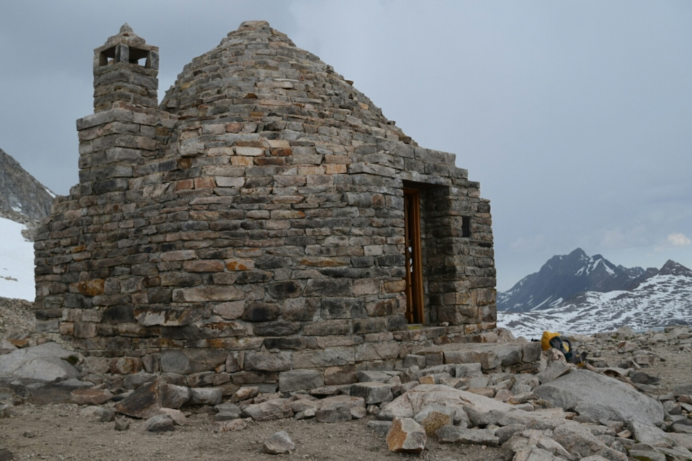 The Muir shelter on Muir Pass