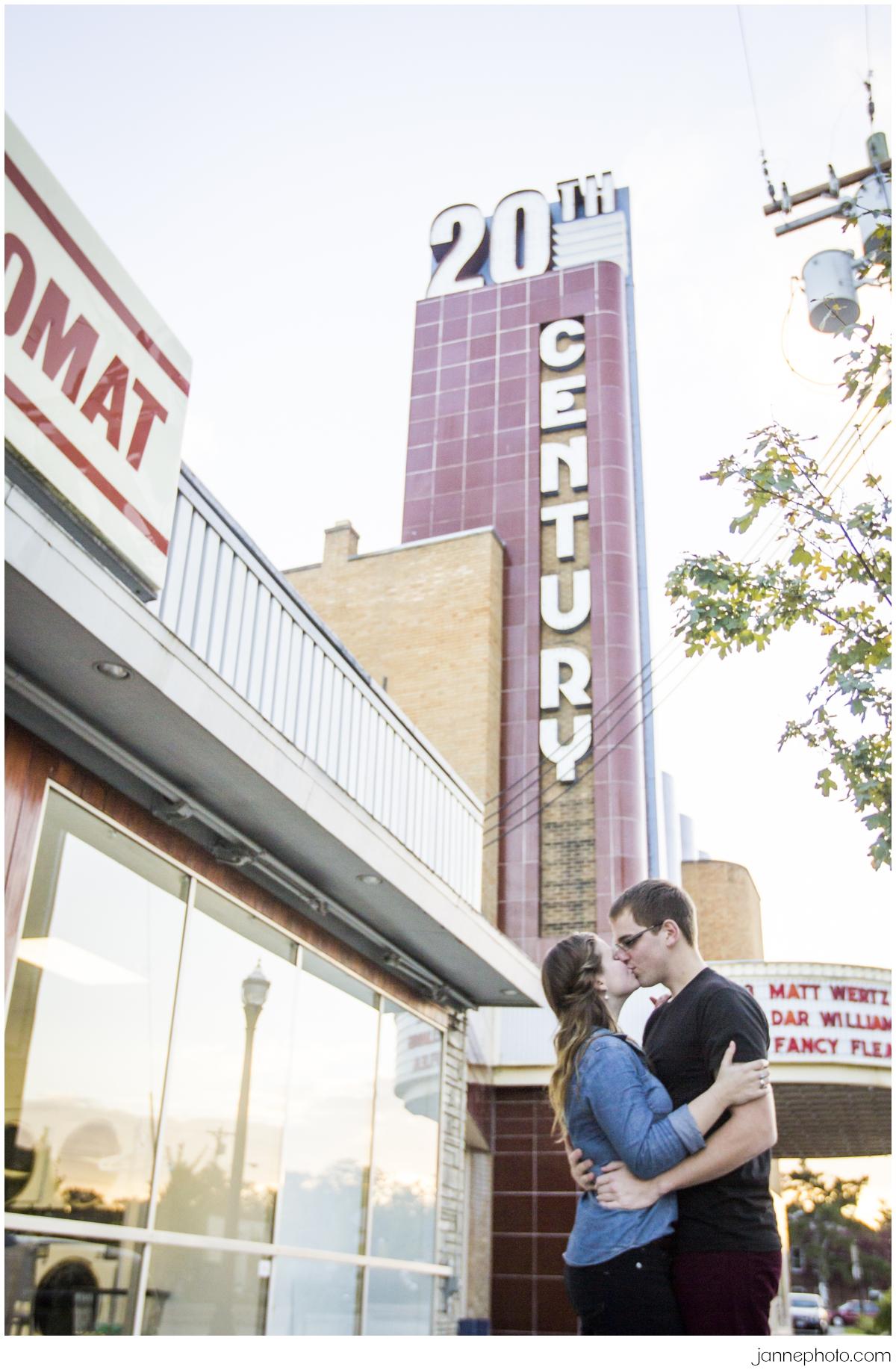 20th-Century-Theater-Cincinnati-Fall-Engagement-Session_0017