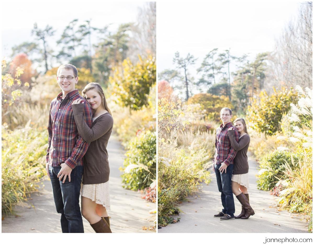 Fun-Cincinnati-Fall-Engagement-Photos-Ault-Park
