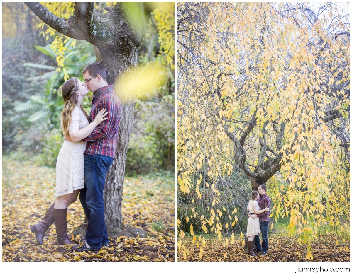 Fun-Cincinnati-Fall-Engagement-Photos