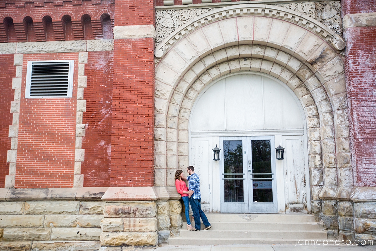 Cincinnati_Engagement_Photographers_Brewery_X