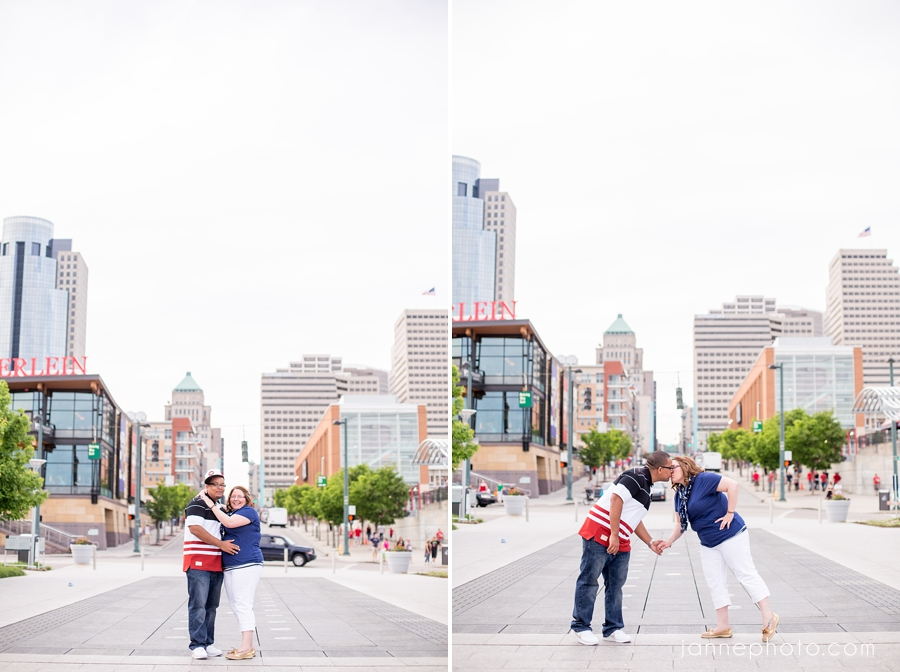 Cincinnati_Engagament_Photographer_Downtown