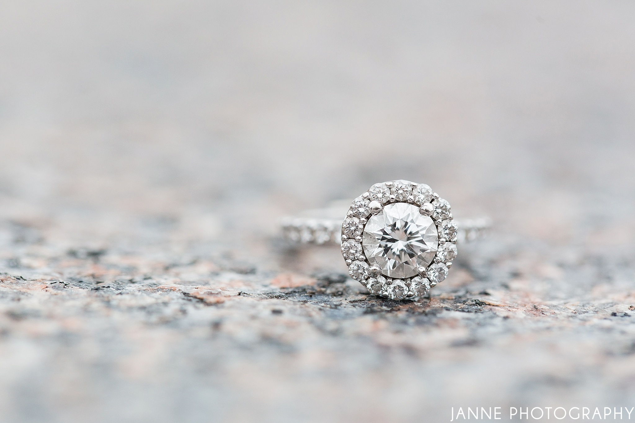 Round_Halo_Diamond_Engagement_Ring