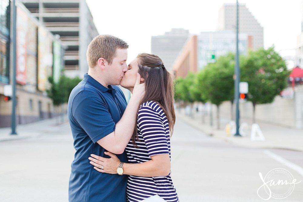 Cincinnati_Engagement_Photographer_0004.jpg