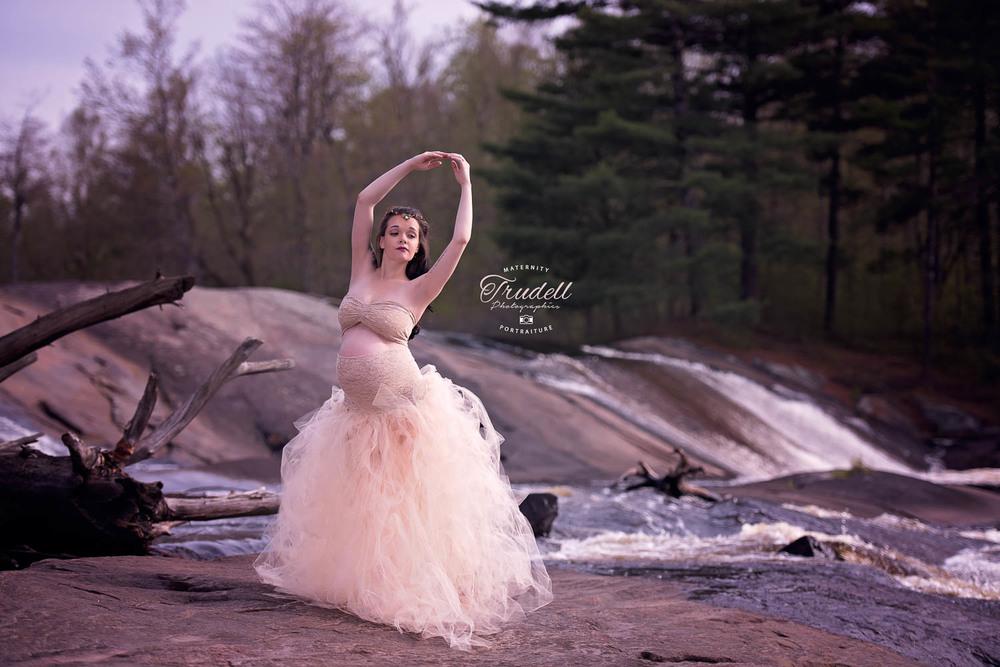 Alysha Maternity Watermarked Blog-10.jpg