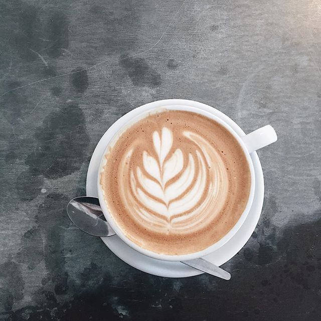 Keep going shoppers! Swing by for some mid afternoon refuelling. ☕️ #cafeculture #eatlocal #latteart #coffee #picoftheday #summer #barista #tulip #dairyfree #vegan #hampshire #winchesteruk #rawberry