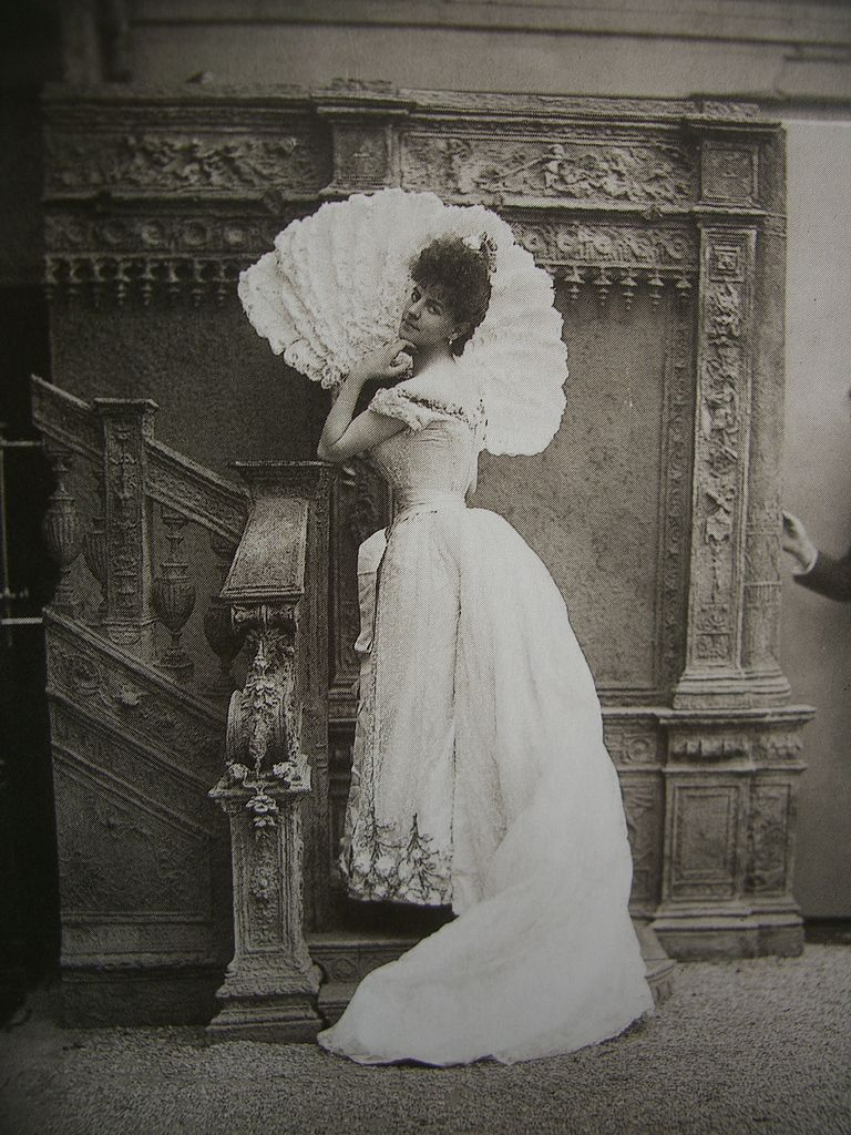 The Countess Greffuhle, photo by Paul Nadar, via  Wikimedia Commons