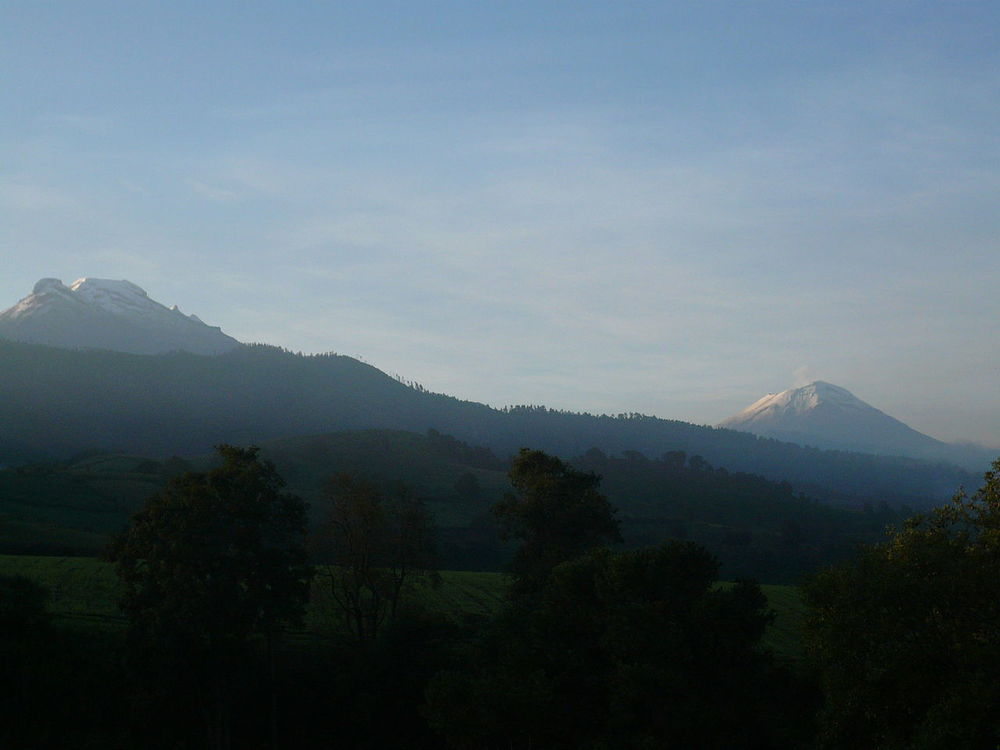 image: Ixtaccihuatl (left) and Popocatepetl (right); Wikimedia commons (link).