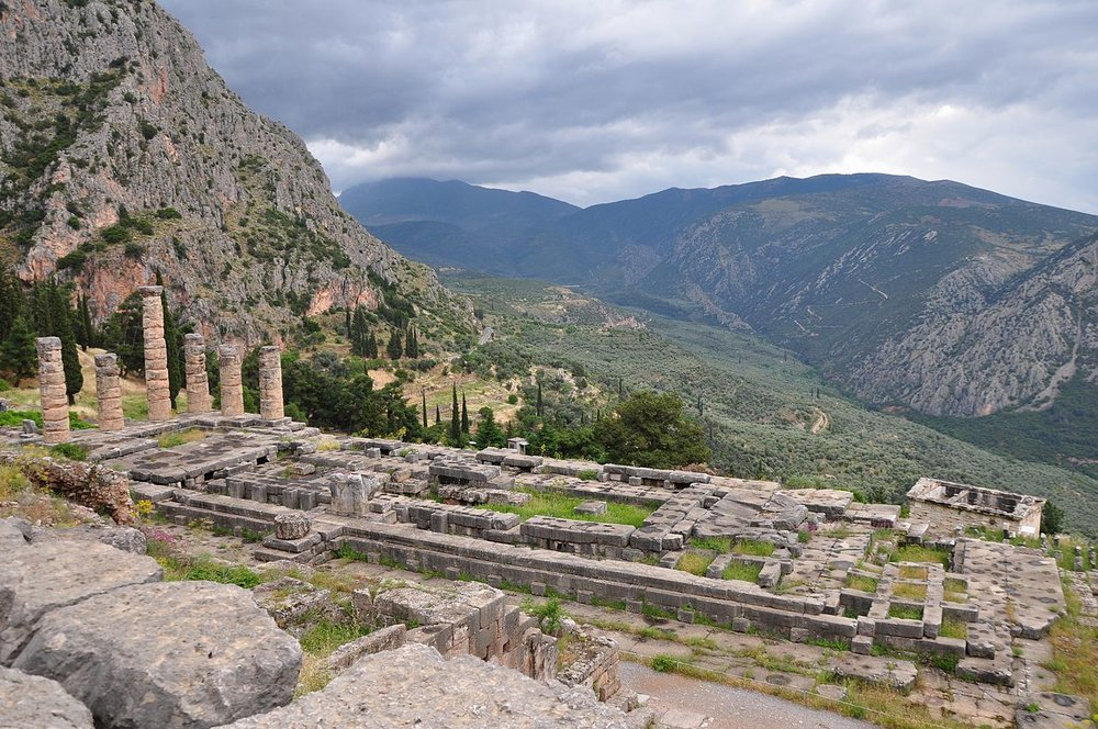 image: Delphi.                    Wikimedia commons (  link  ).