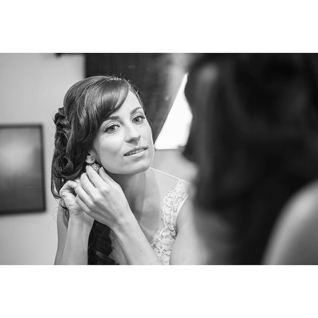The finishing touches #weddingday #weddingphotographer #sandiegoweddings