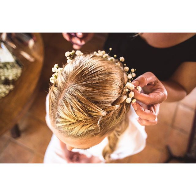 Flowers in her hair #gettingready #weddingday #allofthedetails #weddingphotography #sandiegoweddings