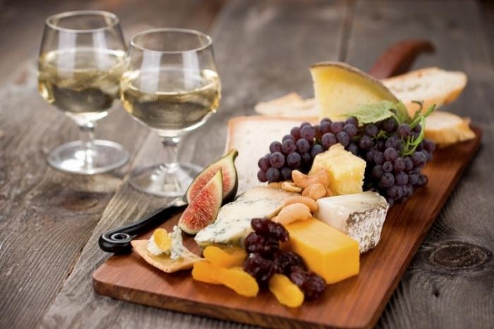 Wine-cheese-fruit-pairings.jpg