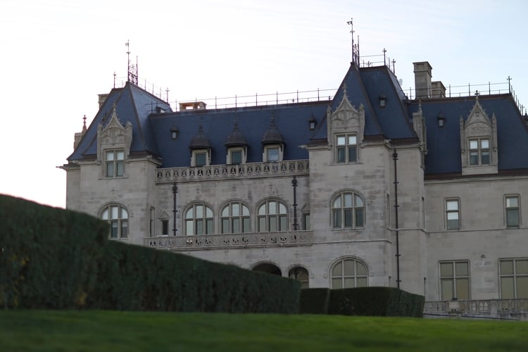 You can spot many beautiful mansions like this one along the Cliff Walk.