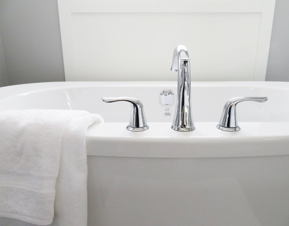 bath-bathroom-bathtub-534116.jpg