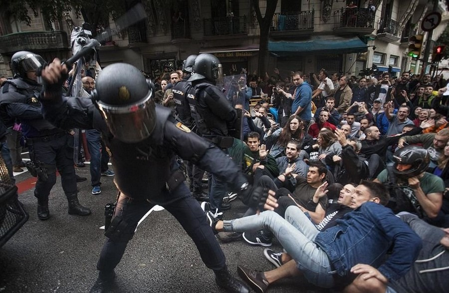 Police turn on their citizens in Spain via Daze.