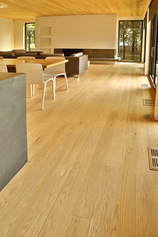 plancher-plafond-chene-rouge-select-6-12-pieds-teint-verni-mat-2.jpg