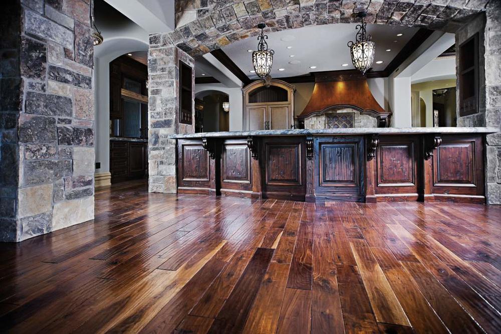plancher-noyer-antique-verni.jpg