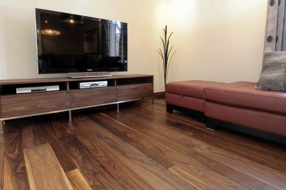 plancher-noyer-noir-verni-mat-5.jpg