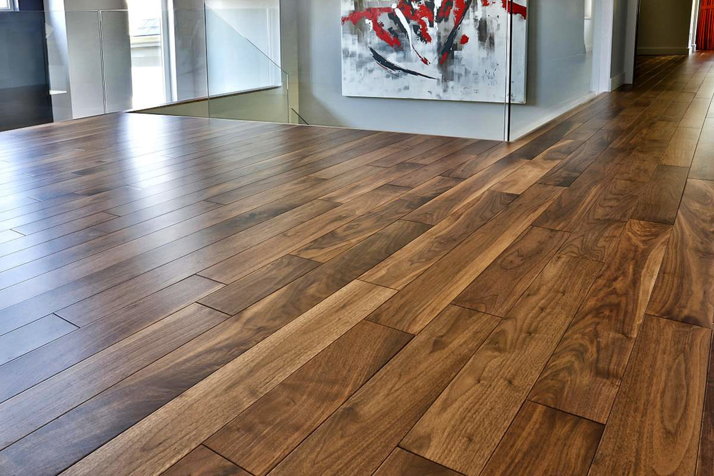 plancher-standard-noyer-noir-select-naturel-verni.jpg
