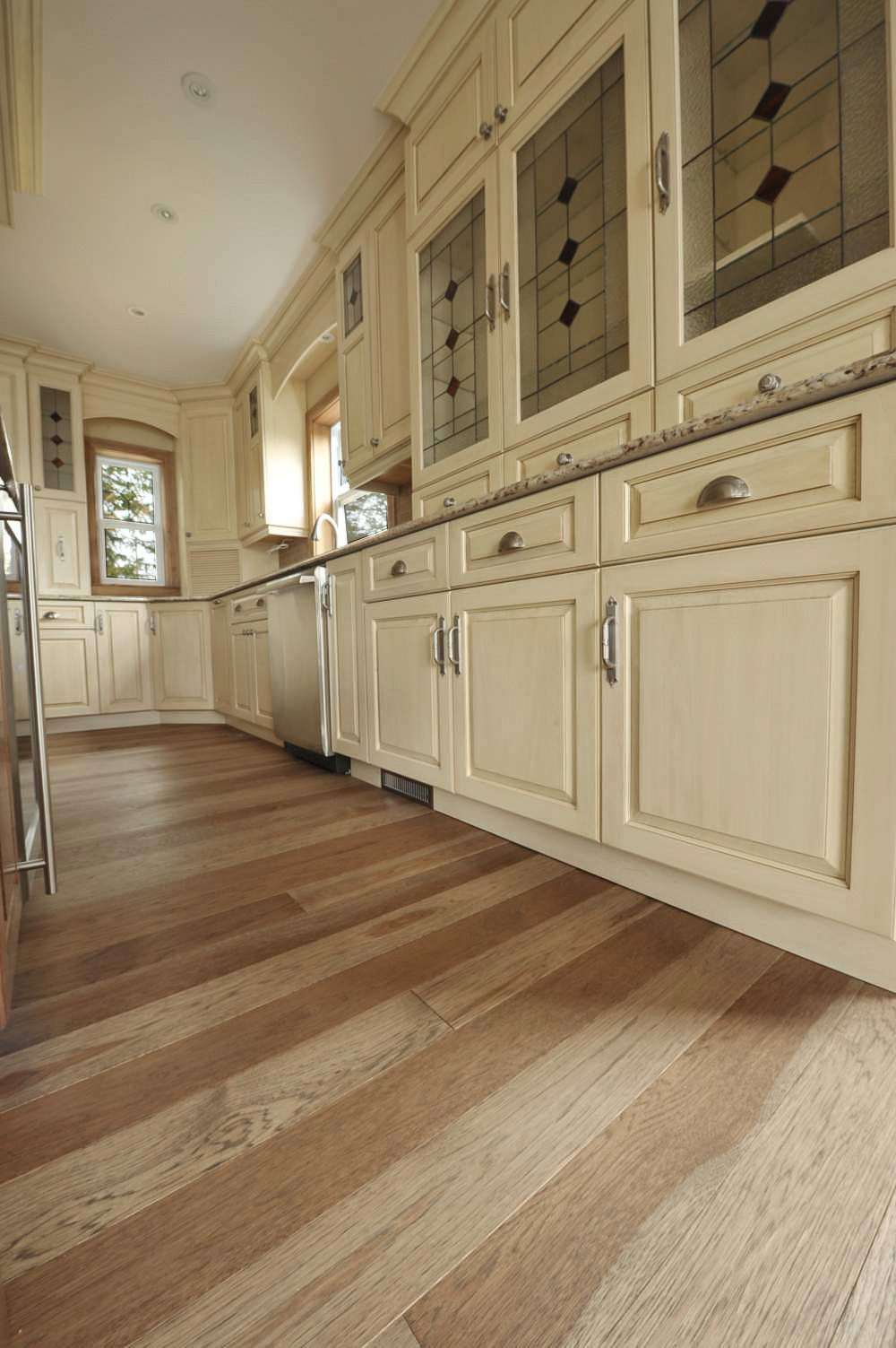 hickory hardwood kitchen floor.jpg