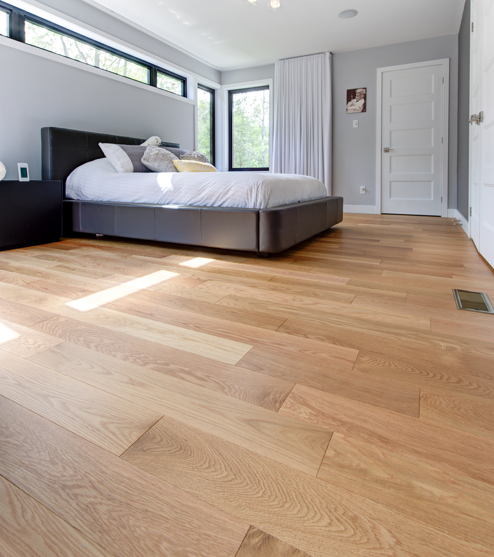 wide plank red oak bedroom floor.jpg