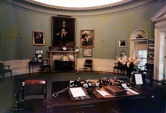 Truman Oval Office.jpg