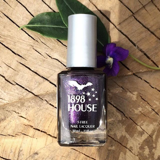 Get your nails spiffy for springtime with our lovely lacquer 💅 Available online & locally in Kansas City(Link in bio) 💅 #healthynails #healthybeauty #veganfriendly #parabenfree #genderfluid #5free #igkansascity #instakc #kcmo #kansascity #1898house