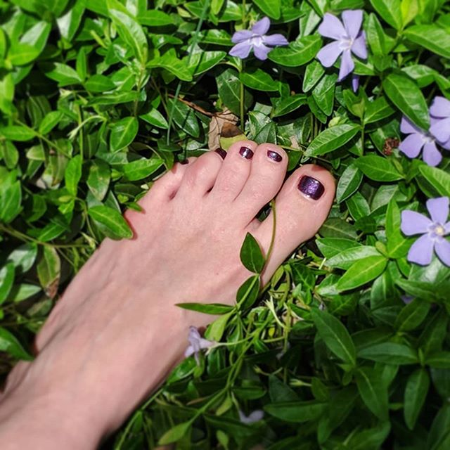 Nothing like the feeling of new flowers in your toes 👣🌸👣 Put your best foot forward with our lovely lacquer this Spring 👣👣👣 Available online & in Kansas City #linkinbio