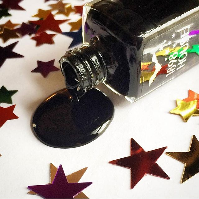 🖤 I Bleed Black, the perfect creme lacquer for a chic look 🖤 (Link in bio)  #ibleedblack #blacknails #blacknailpolish #black #healthybeauty #veganbeauty #veganfriendly #vegannails #goth #gothbeauty #gothnails #genderfluid #kcmo #kansascity #instakc #igkansascity #1898house