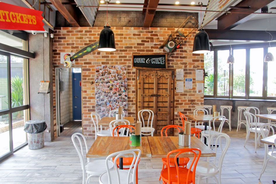 20150919_0058 Chargrill Charlies, Mona Vale_SFF Photoshoot Photos by Simon Leong seating decor_retouch.jpg