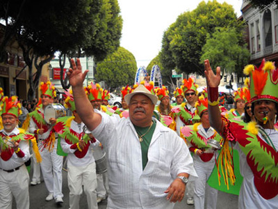 Jorge Alabê leading Groupo Samba Rio at Carnival in San Francisco, California.