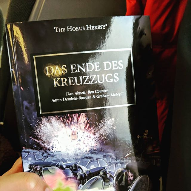 Starting a new fantasy novel on my way back home... Yes, I #readgerman and #lovewarhammer40k @warhammerofficial #spacemarines #chaosmarines
