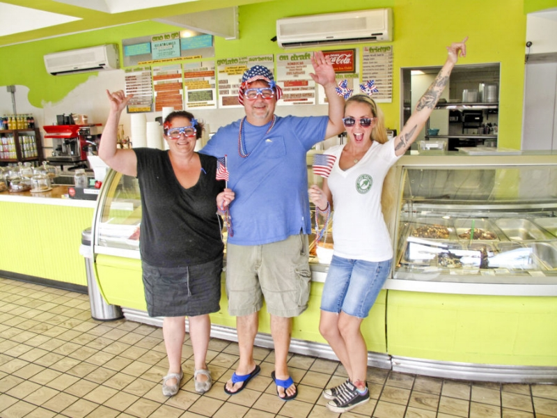 WE DID IT!  ONO GELATO KIHEI  left to right - Nicol & James, owners & Rachell