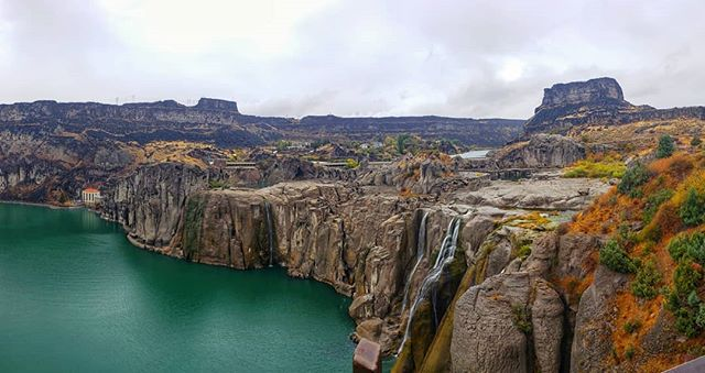 Shoshone Falls in Idaho! What a sight!  #idaho #adventuretime #roadtrip #yellowstone #adventure #californiaadventure #travelphoto #trees #waterfalls