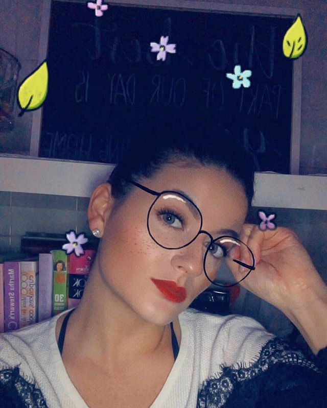 Glasses on cuz I'm searching for spring 🧐💐🌸