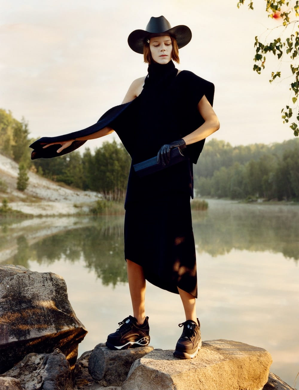 Freja-Beha-Erichsen-by-Jamie-Hawkesworth-for-BritishVogue-Dec2018-04.jpg