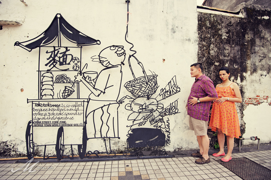 creative-maternity-portrait-with-street-art-penang