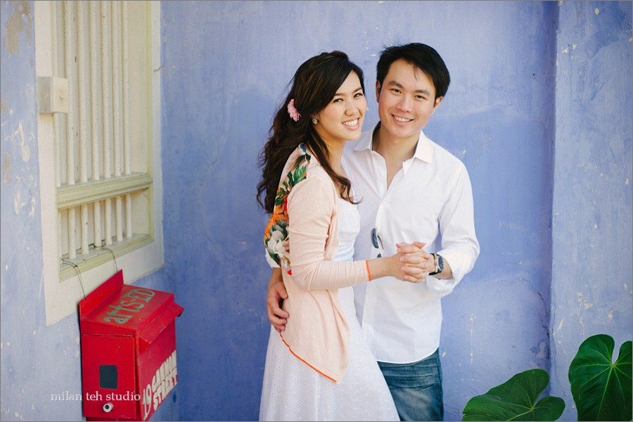 casual-couple-portrait-in-penang