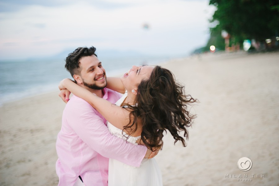 penang beach happy couple prewedding