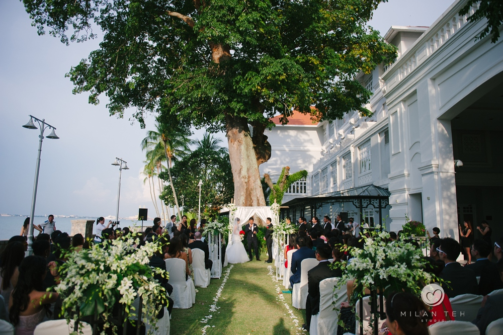 beautiful afternoon dusk garden wedding in penang e&o hotel