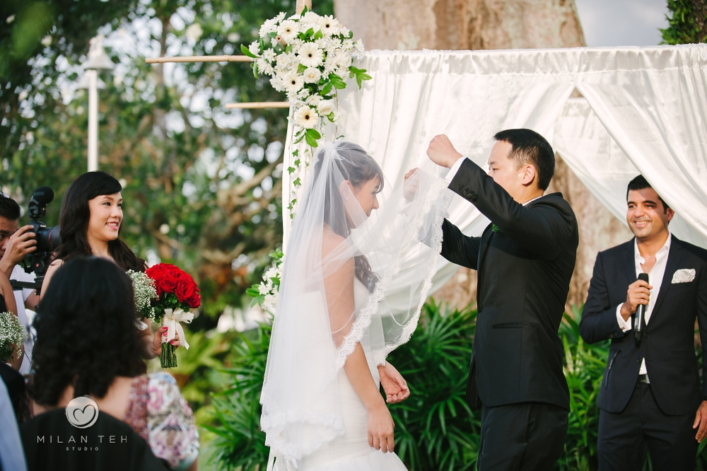 groom unveils bride at e&o hotel penang garden wedding