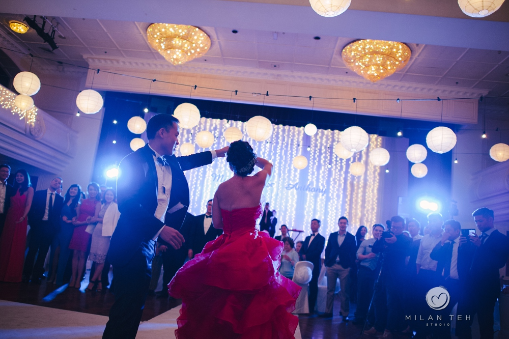 wedding couple first dance at penang e&o hotel