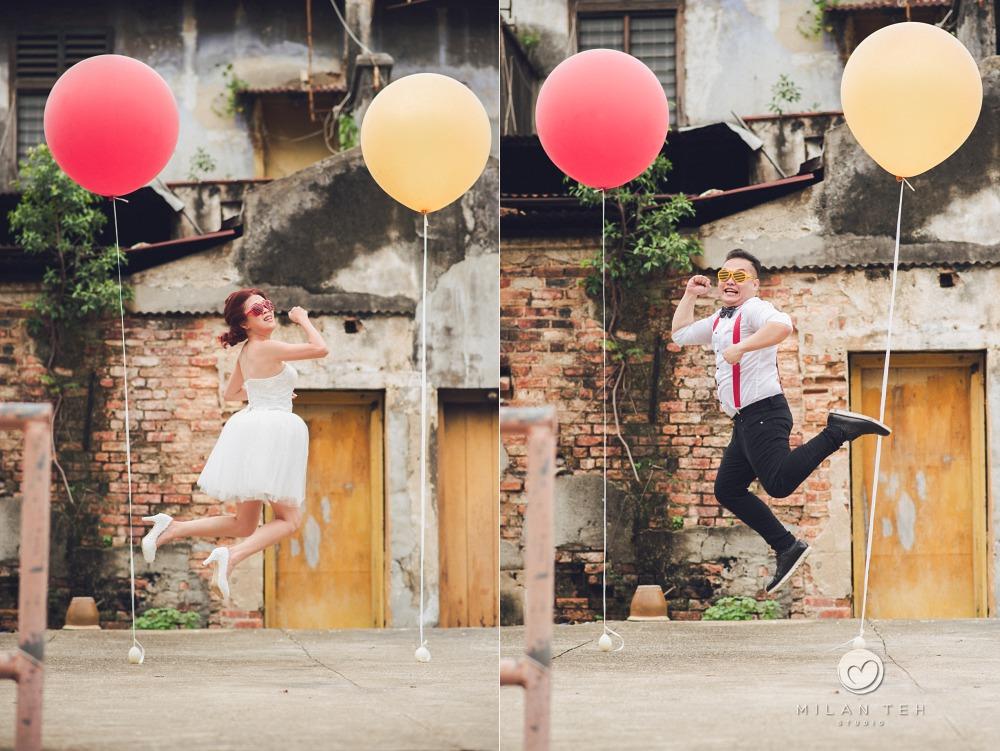 penang levitating couple photo with big balloons