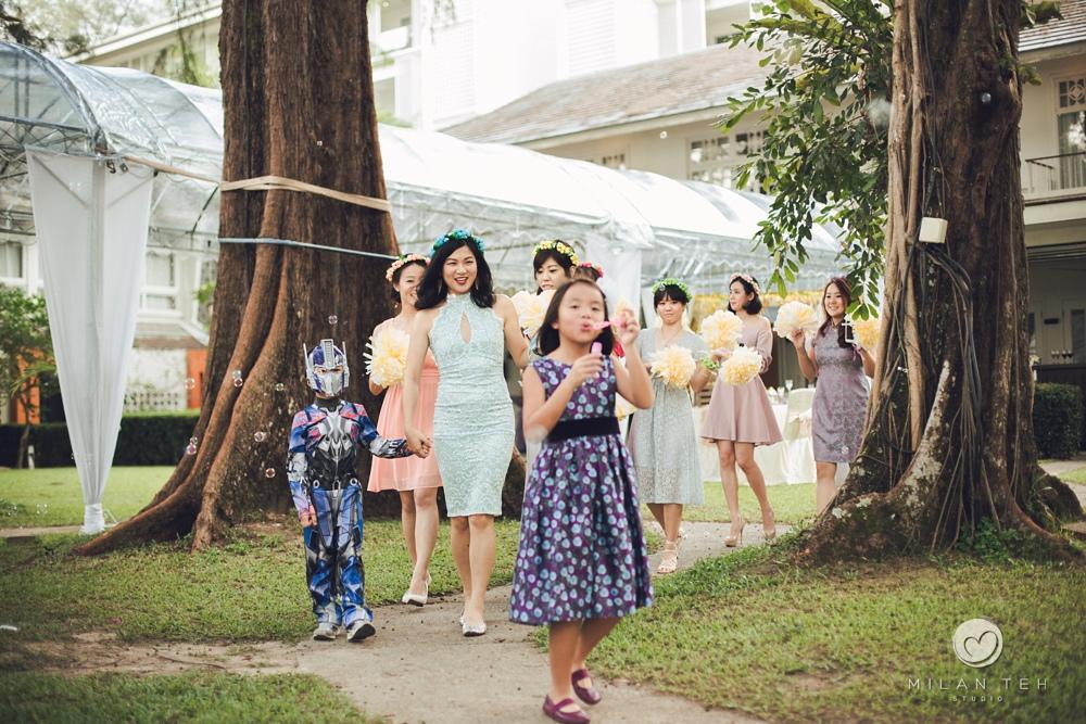 bridal party in lone pine hotel garden wedding