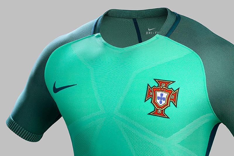 NIKE-soccer-2016-football-kits-revealed-england-brazil-france-USA-designboom-08.jpg