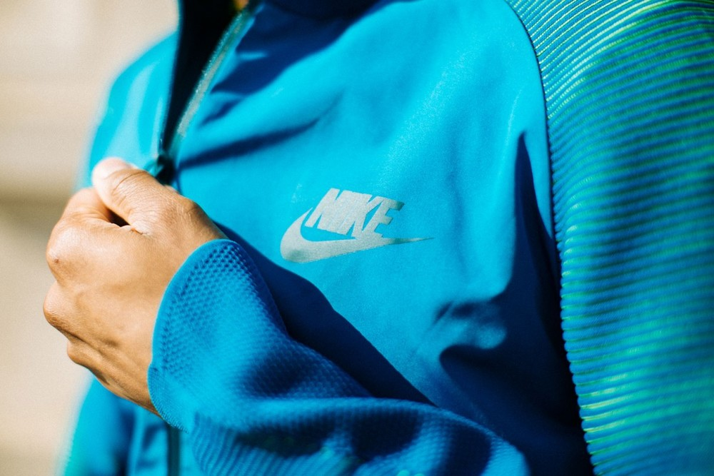 Nike-Dynamic-Reveal-Jacket-01-1200x800.jpg